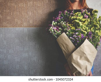 Composition frame of beauty bunch of statice flower bouquet in woman hand for love romantic concept