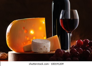 composition with grape, wine and various types of cheese