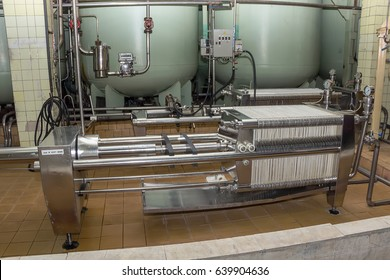Compression filter for cold cleaning, wine