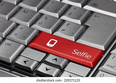 Computer key - Selfie with a smart phone