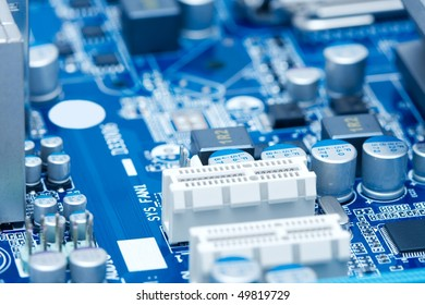 Computer mainboard with electronic components