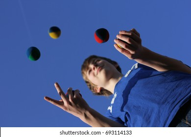 Concentration, juggling balls