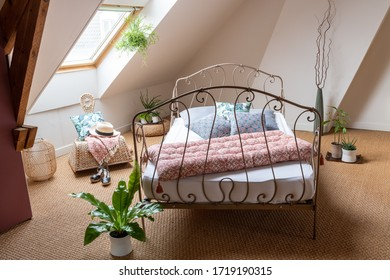 Concept decoration : Bedroom under the eaves with natural light and seagrass floor