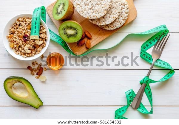 コンセプトダイエット – ミューゼリ、蜂蜜、キウイ、穀類を含む健康食品