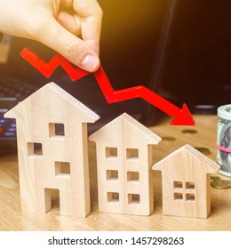The concept of falling real estate market. Reduced interest in the mortgage. A decline in property prices and apartments. Low interest rates on mortgage loans. Reduced demand for home purchase.