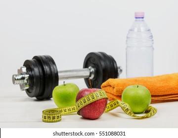 Концепция фитнеса, физических упражнений и диеты