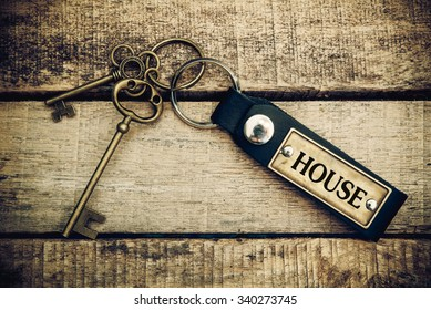 The concept of 'house' is translated by key and silver key chain