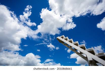 Konzept des Schrittes zum Erfolg oder Traum oder Ziel.