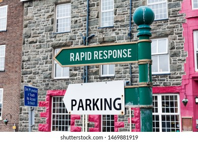 Conceptual hand writing showing Rapid Response. Business photo showcasing Medical emergency team Quick assistance during disaster Advertisement concept with empty copy space on the road sign.