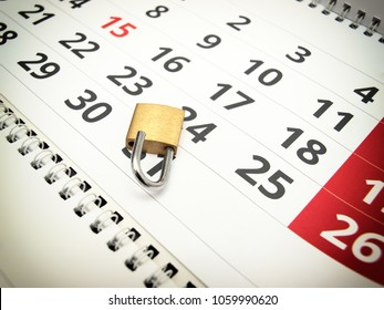 Conceptual image about trial period presented with a calendar and a padlock.