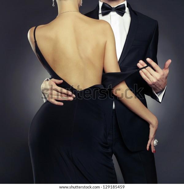 Concept photo of sexy elegante Pärchen in der zarten Leidenschaft