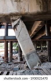 concrete column of the bridge failure by settlement