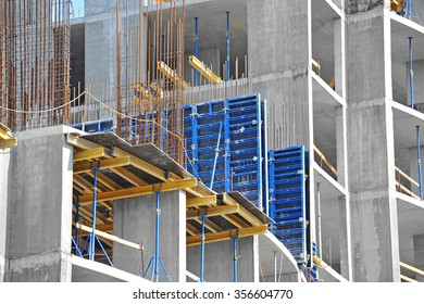 Concrete formwork with a folding mechanism on construction site