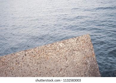 Concrete reinforcement against the sea