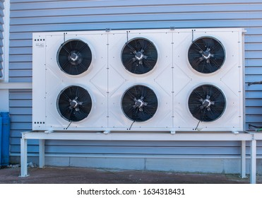 condensing machine of a frozen chamber installation with fans