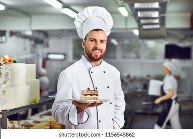 A confectioner with dessert in his hands.