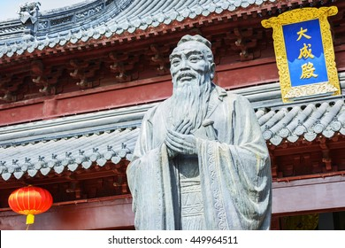 Confucius statue. Text on the plaque translated into English is Dacheng Hall. Located in Nanjing Confucius Temple, Nanjing City, Jiangsu Province, China.