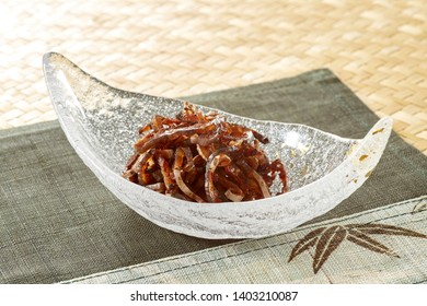 Conger pike skin is baked fragrant and then seasoned with soy sauce or sugar