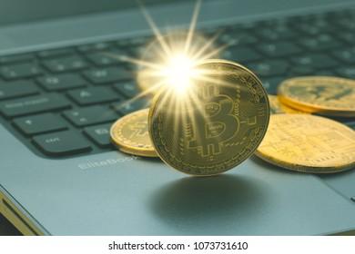Conjunto de criptomonedas bitcoin doradas