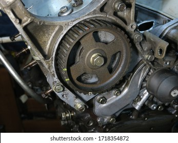 The connecting rod, piston and cylinder block in a disassembled condition