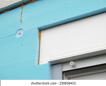 Connecting a thermal insulation to a roller shutter box