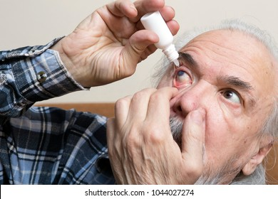 Conservative treatment of cataracts and glaucoma in old people. Examination of senile cataract during eye examination.