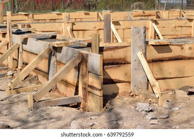 Construction of concrete foundation of building, horizontal