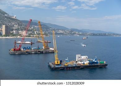 Construction crane barges