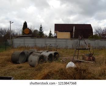 Construction of a drinking well at the dacha