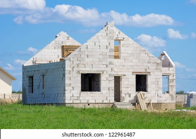 Construction of houses of white silicate blocks