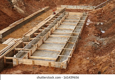 Construction of an industrial building deep foundation pit