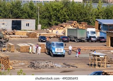 The construction market, the city of Orenburg. Russia. 10.07.2010