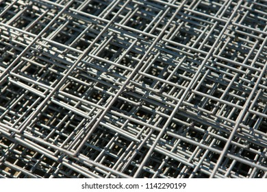 Construction mesh grating