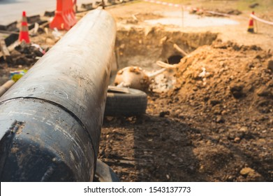 Construction of Oil and Gas Pipeline,horizontal directional drilling (HDD process).Installing underground pipes or conduits along a prescribed bore path from the soil surface.