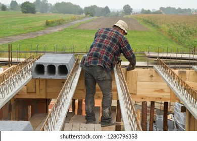 construction of a ribbed ceiling in a detached house