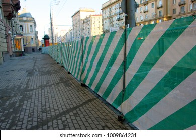 construction safety protective striped net  for improvement of street in Moscow