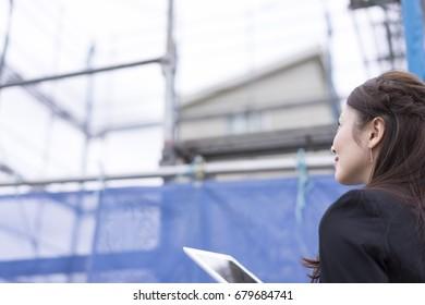 Construction site · Women · Tablet PC