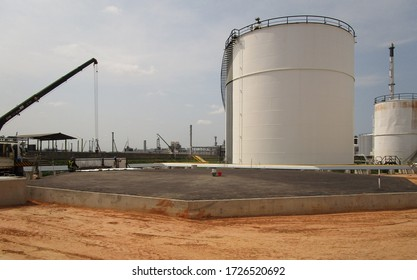 Construction storage tank in refinery plant