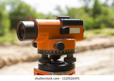 a construction surveyor equipment theodolite level tool