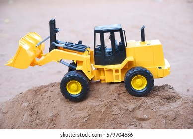 Construction vehicles, Building a car is a car that is big.