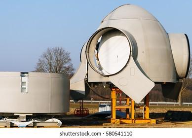 Construction of a wind turbine on a field / Hatzenbuehl, Rhineland-Palatinate, germany, Europe