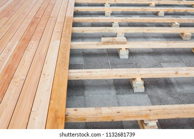Construction of a wooden floor for a street cafe