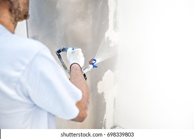 Construction worker puts a finishing touch on the wall