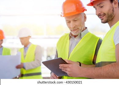 Construction workers. Project discussion