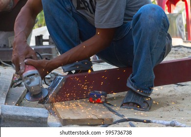 Construction workers use hand grinding without good protection.