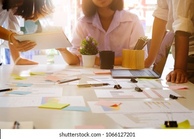 Consult business startup, action of meeting in office.