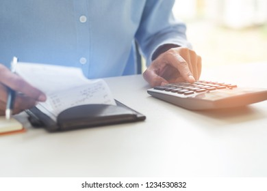 Consult financial calculating fee, tax, valuation in an office