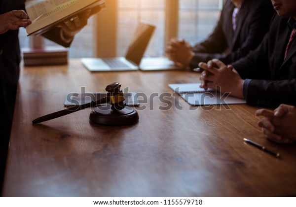 Consult with a lawyer Business and financial litigation Between companies and/or Employees and employers
