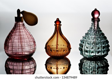 Container for perfume with reflection