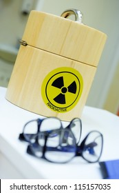 Container for the radioactive isotopes